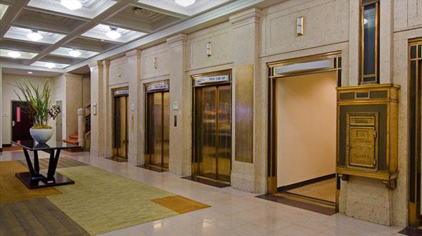 Phân biệt thang máy có phòng máy và không phòng máy
