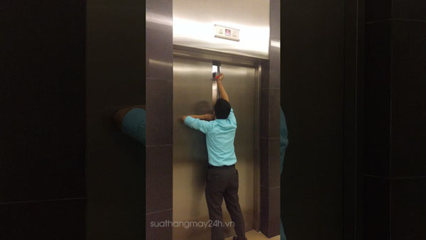 Mở khóa thang máy