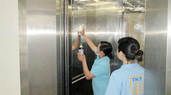 Hướng dẫn vệ sinh thang máy tải khách