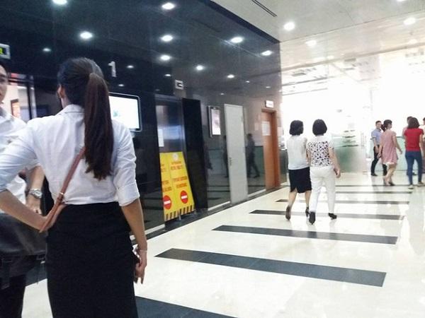 thang máy rơi tự do
